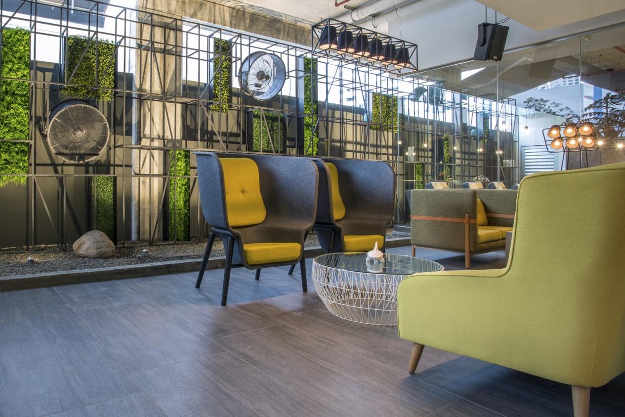De-Vorm-Interior-Products-Brutto-Restaurant-Pod-Chair-Benjamin-Hubert2_1