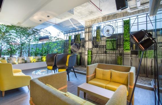 De-Vorm-Interior-Products-Brutto-Restaurant-Pod-Chair-Benjamin-Hubert3_1