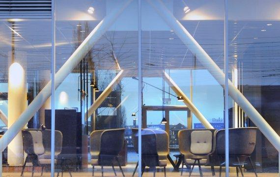 De-Vorm-Huys-Europa-Pod-Chair_1